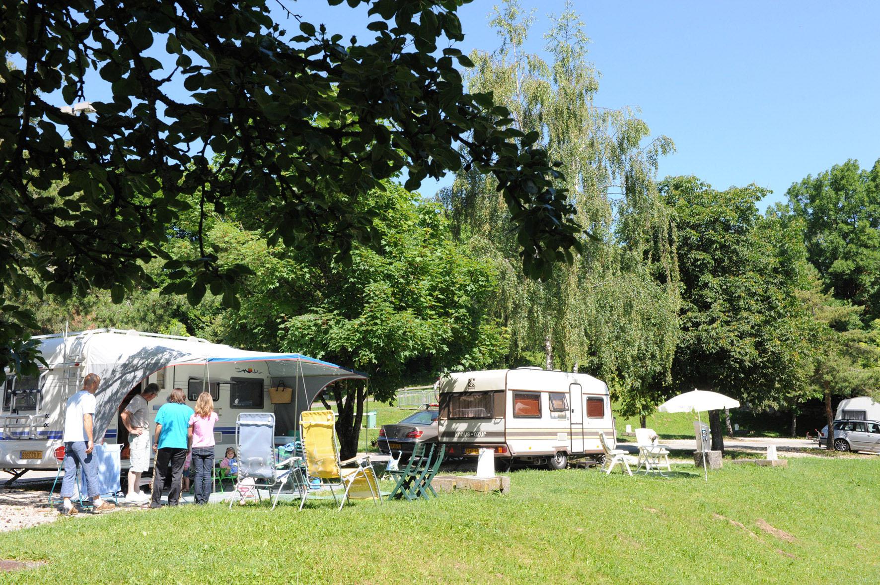 les emplacements caravanes et camping cars le belv d re camping municipal d 39 annecy. Black Bedroom Furniture Sets. Home Design Ideas